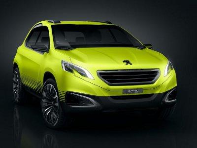 Présentation du concept car <b>Peugeot 2008 Concept</b>.<br> Dévopilé au Mondial de l'Auto 2012 à Paris, ce crossover compact préfigure fidèlement la future Peugeot 2008 de série..